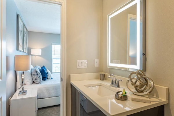 Le Reve 4 Bedroom Town Home - Master Bath